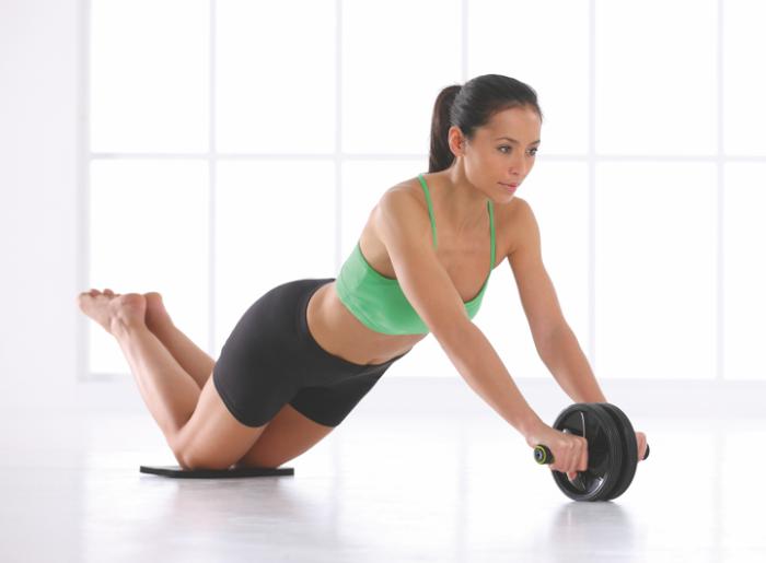 Travail de musculation avec un rouleau